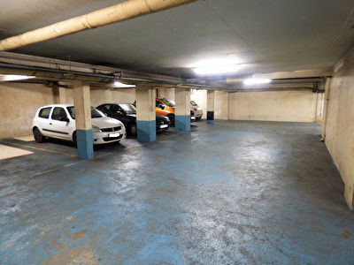 Tours centre 27 places de parking en souterrain